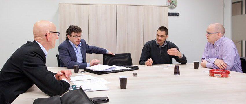 Tom de Hoog in gesprek met Installateurs en hun adviseurs voor vakblad Elektropraktijk